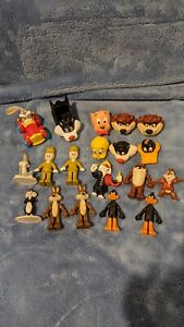 Various Looney Tunes Small Toys - Lot of 19 Pieces - Pencil Toppers, Cars,...