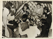 elizabeth taylor & richard burton .london express photo 60s or 70s