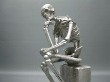 Decoración Figura Decorativa Estatua Calavera Esqueleto Pensador de Plata 30 Cm