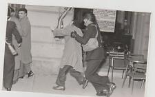 Scontri Trieste tra manifestanti e polizia inglese1953 vera fotografia 13X8