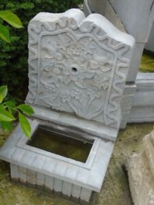 fontaine mural ancienne en pierre bleu sablé , voir annonce !