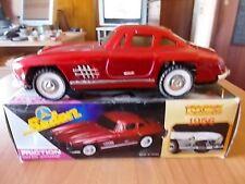 Sedan Benz MERCEDES 300 SL Ali di Gabbiano - colore rosso scala 1:18 - anni '80