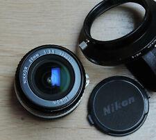 20 mm 1:3.5 Nikkor, monture Nikon AI + pare-soleil HK-6