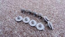 ISUZU Plastik Radlauf Zierleistenklammern aussen Verschluss 10 Stück