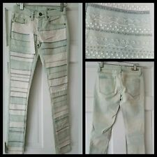 $148 BLANK NYC Women Blue Ivory Embroidered Cotton Blend Skinny Jeans ~ 24 M3020