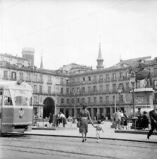 ESPAGNE c. 1951 -Tramway Population Plaza Mayor Madrid - Négatif 6 x 6 - Esp 155