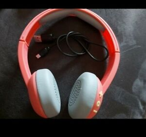 Skullcandy Uproar Wireless on Ear Headphones pink/grey