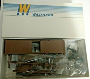 HO scale Walthers Undecorated 40' DS Wood Boxcar 2200