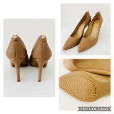 MICHAEL KORS BRAND NEW Beige Nude Leather Court Shoe Heels Size 3.5