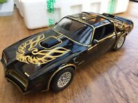 GREENLIGHT 19025 PONTIAC FIREBIRD TRANS AM model SMOKEY AND THE BANDIT 1977 1:18
