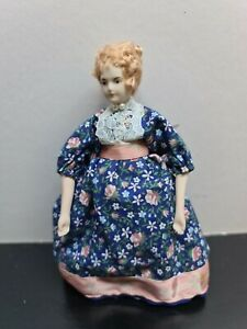 dolls house accessories lady in blue/pink dress 1.12th S12