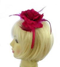 Fiore rosa caldo e piuma su una fascia di raso rosa, Fascinator con, feste Prom