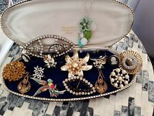 MIXED LOT OF VINTAGE COSTUME JEWLERY