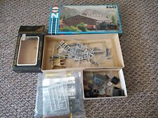 JOB LOT OF MODEL RAILWAY BUILDINGS AND ACCESSORIES N GAUGE