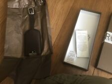 Molton Brown velluto luggage tag.