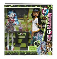 RARE Coffret Monstet High Ghoulia Yelps et  Cleo de Nile Classroom  NEUF