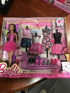 BARBIE AFRICAN AMERICAN DOLL/CLOTHES GIFT SET