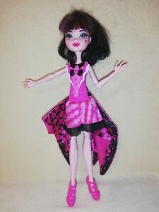 Monster High Draculaura Ghoul To Bat . BEAUTIFULLY MADE TRANSFORMATION SET!