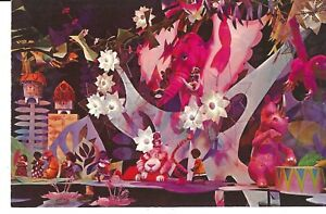 POSTCARD DISNEYLAND AFRICA IT'S A SMALL WORLD