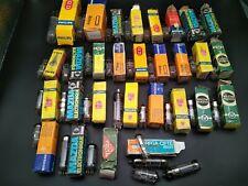 Radio lot de 32 tubes anciens avec boites d ' origine .