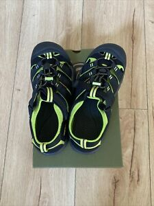 Keen Youth Sandals Newport H2 Black/ Green, size 6- NEW