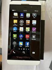BlackBerry  Z10 - 16GB - Weiß (Ohne Simlock) Smartphone