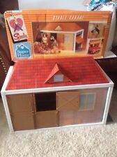 VINTAGE RARE SINDY HOUSE GARAGE AND HORSE STABLE