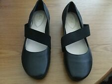Clarks Girls Narrow Fit Black Ballerina Style Shoes Size 3 1/2 C. Excellent Con.