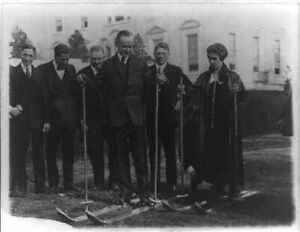 President Coolidge,Mrs Grace,skis,White House lawn,National Ski Associatio 6516
