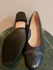 Shoes Salvatore Ferragamo dark navy leather flat. Size on shoes (US) 7/1/2 B NEW