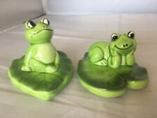 Vintage Retro Kitsch Ceramic Pair Of Frogs On Love Heart Lily Pads