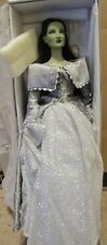 Tonner The Wizard of Oz Emerald City Cosmopolitan Doll in Silver Splendor dress