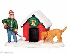 Lemax Figuren - 42231 (446) Digging Out The Doghouse, Weihnachtsdorf,