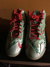 Lebron XI Christmas's Basketball Shoes with Red Laces, Green/Red, Size 7Y VGUC