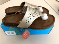 YUU PHILIS WOMEN'S FOOTBED SANDALS COMFORT SHOES CHAMPAGE SIZE 12 NEW IN BOX