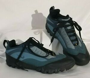 Women's size 8 blue toned Nike bicycling shoes