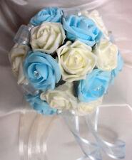 Fleurs, pétales et guirlandes bleu sans marque pour le mariage