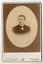 PHOTO - CABINET - Homme Costume Moustaches Noeud J. FONTAINE à ROUEN Vers 1900