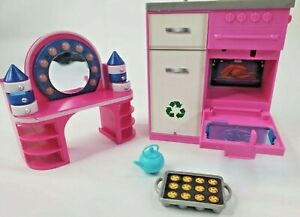 Barbie Dream House FHY73 Stove Kettle TESTED & Vanity Dresser Mirror Replacement