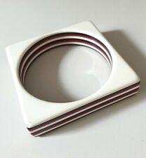 Bakelit Armreif Art Deco - viereckige Form schwarz,weiß,rot - 6,5 cm Durchmesser