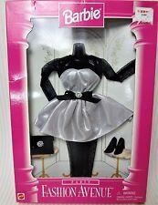 Barbie 1996 Fiesta Moda Avenue traje en una caja desgastada