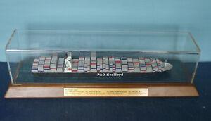 "WERFTMODELL 1:1250: Containerschiff "" P&O NEDLLOYD MONDRIAAN "" in Vitrine"