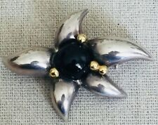 TIFFANY & CO 925 Sterling Silver and 750 18K Yellow Gold ONYX Flower Brooch Pin
