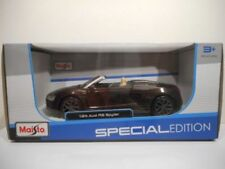 Voitures, camions et fourgons miniatures gris Audi 1:24