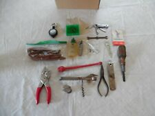 MIXED LOT VINTAGE & OTHER FISHING TACKLE BOX TOOLS & MISCELLANEOUS ACCESSORIES