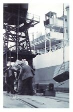 Nostalgia Postcard Dockers unload Jute Dundee Docks 1955 Reproduction Card NS56