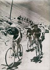 Cyclisme, Tour de France, Tarbes-Luchon, Fausto Coppi franchit le col de Aspin,