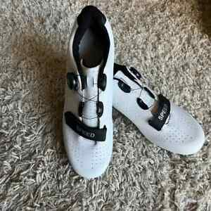 NEW SPEED Cycling Bicycle Microtex Breathable Shoes Black White 44/Sz 11