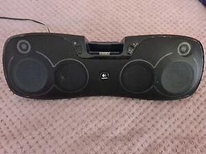 Logitech Rechargeable Speaker S715i iPod Portable Docking