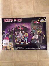 Monster High Mega Bloks Graveyard Garden Party Lagoona Blue Cleo de Nile 371 pcs